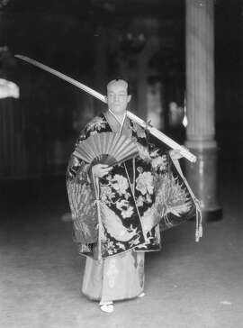 1924:  Ivan Menzies, of the Touring Company, as Koko from the Gilbert and Sullivan opera 'Mikado'.  (Photo by Sasha/Getty Images)