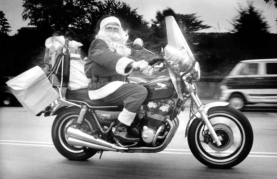 Ron Arvin heads to his Santa gig on his motorcycle, 1989. Photo: Scott Sommerdorf / The Chronicle / ONLINE_YES