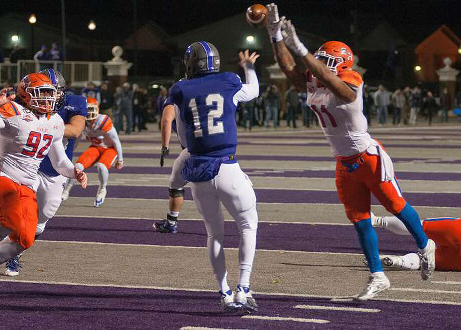Sam Houston State linebacker Myke Chatman bats down a pass by Central Arkansas quarterback Hayden Hildebrand during a Southland Conference game at Conway, Ark., on Nov. 21. Photo: Lester Zedd / handout