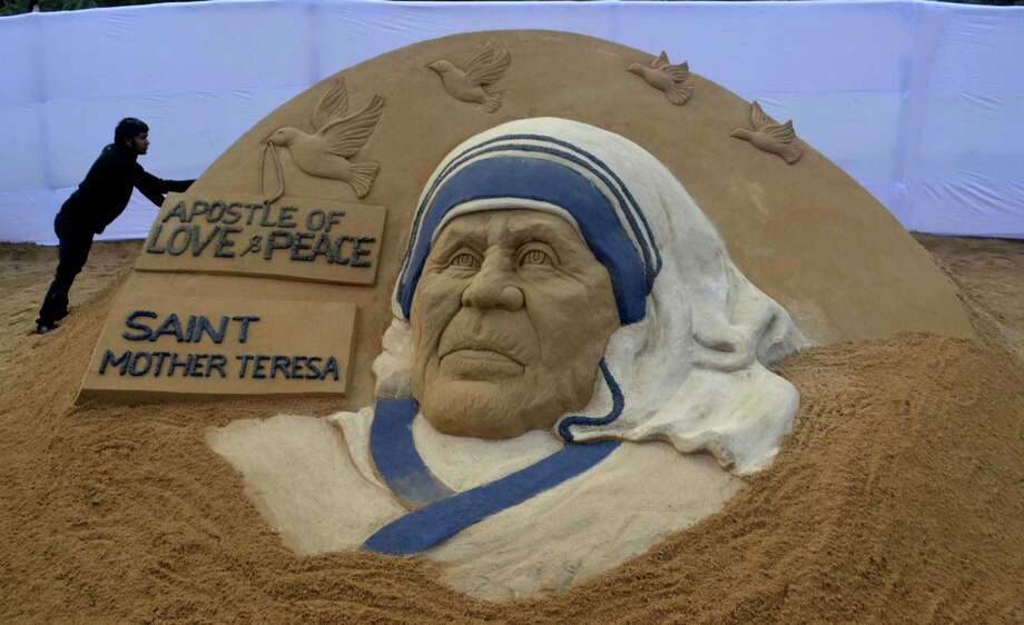 Indian sand artist Sudarsan Pattnaik gives the final touches Friday to his sand sculpture of Mother Teresa in Rourkela in the north-west tip of Orissa state.  Photo: STR, Stringer / AFP