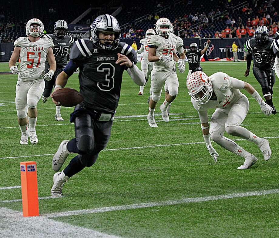 West Orange-Stark quarterback Jack Dallas scores in the second half of the Class 4A Division II title game against Celina. Photo: James Nielsen, Staff / © 2015  Houston Chronicle