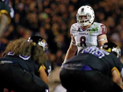 26d58ff5e1c Temple's Tyler Matakevich (8) prepares for the snap of the ball during the  second