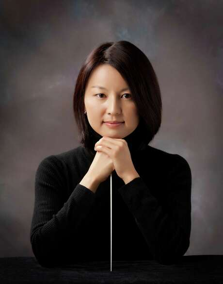 Associate Conductor Akiko Fujimoto directed the holiday concert. Photo: Eric Green Photography