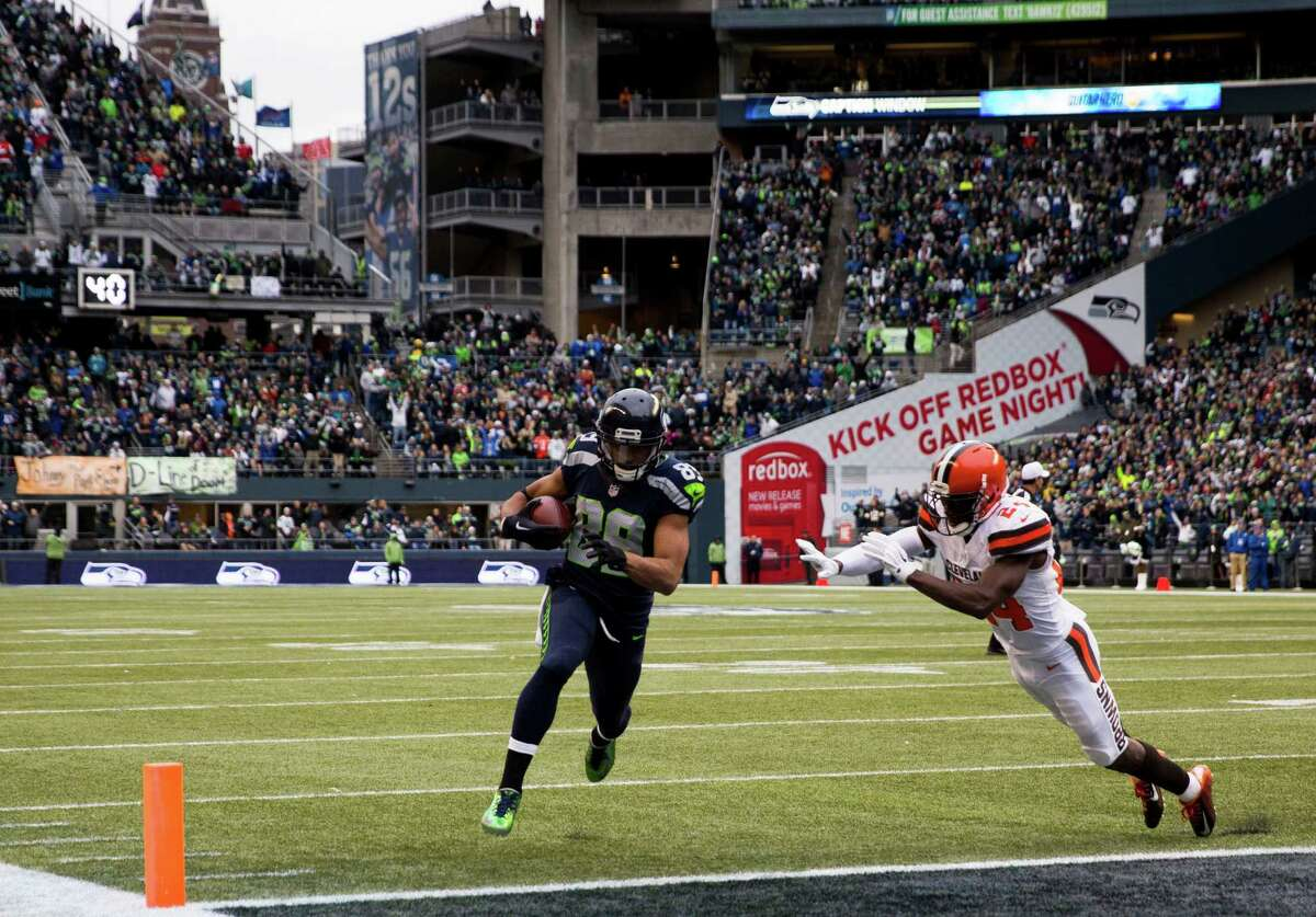 Seahawks' Doug Baldwin runs past Browns' Johnson Bademosi to score a touchdown in the first half of an NFL football game at CenturyLink Field in Seattle on Sunday, Dec. 20, 2015.
