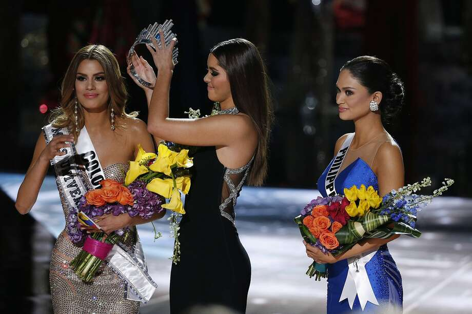 Former Miss Universe Paulina Vega, center, removes the crown from Miss Colombia Ariadna Gutierrez, left, before giving it to Miss Philippines Pia Alonzo Wurtzbach, right, at the Miss Universe pageant on Sunday, Dec. 20, 2015, in Las Vegas. Gutierrez was incorrectly named the winner before Wurtzbach was given the Miss Universe crown. (AP Photo/John Locher) Photo: John Locher, Associated Press