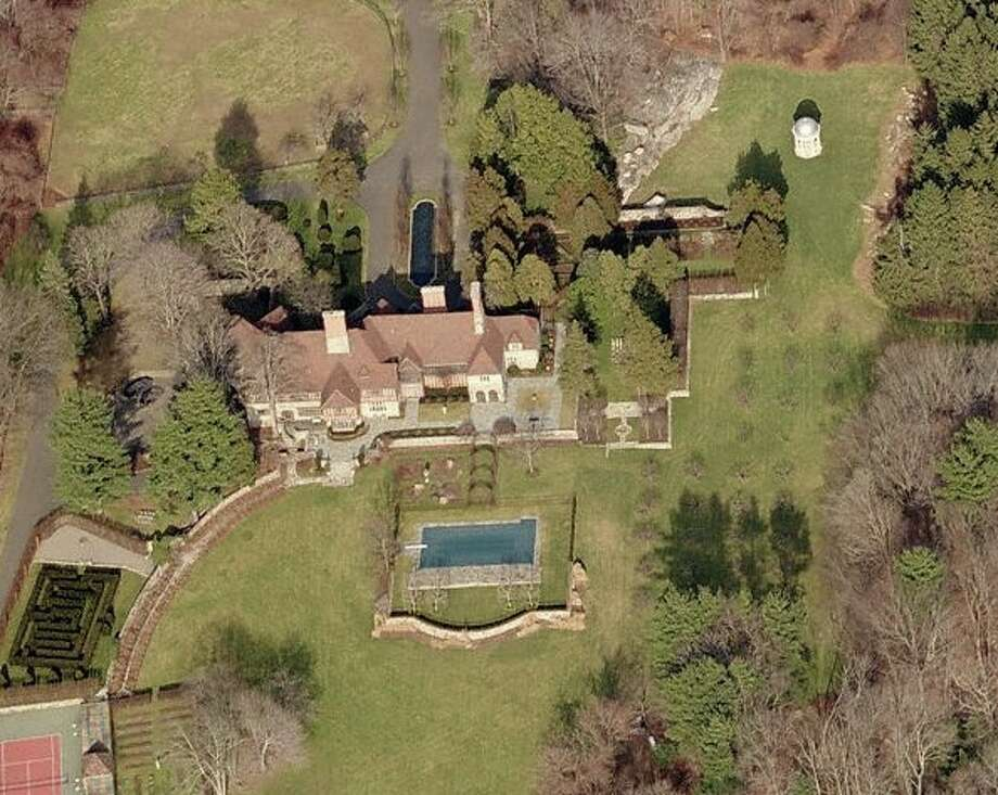The property, owned by Mel Gibson, was listed in 2007 for $39.5 million, riding out the tumultuous local real estate market. Its most recent asking price was $29.7 million. It is now under contract. Courtesy: Bing Maps.