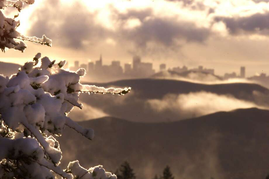 Snowfall covers Mt. Tamalpais in 2002.  Bay Area Peaks may get a dusting of snowfall on Christmas 