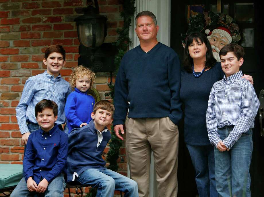 The McKnight family, Scott and Jennifer with their five sons (LtoR) Collin, 12, Brennan, 7,  Aidan, 2, Ethan, 8, and Dylan, 13, get tested every year for diabetes since learning that Dylan (far right) has type 1 diabetes, Sunday, Dec. 13, 2015, in Houston. ( Mark Mulligan / Houston Chronicle ) Photo: Mark Mulligan, Staff / © 2015 Houston Chronicle