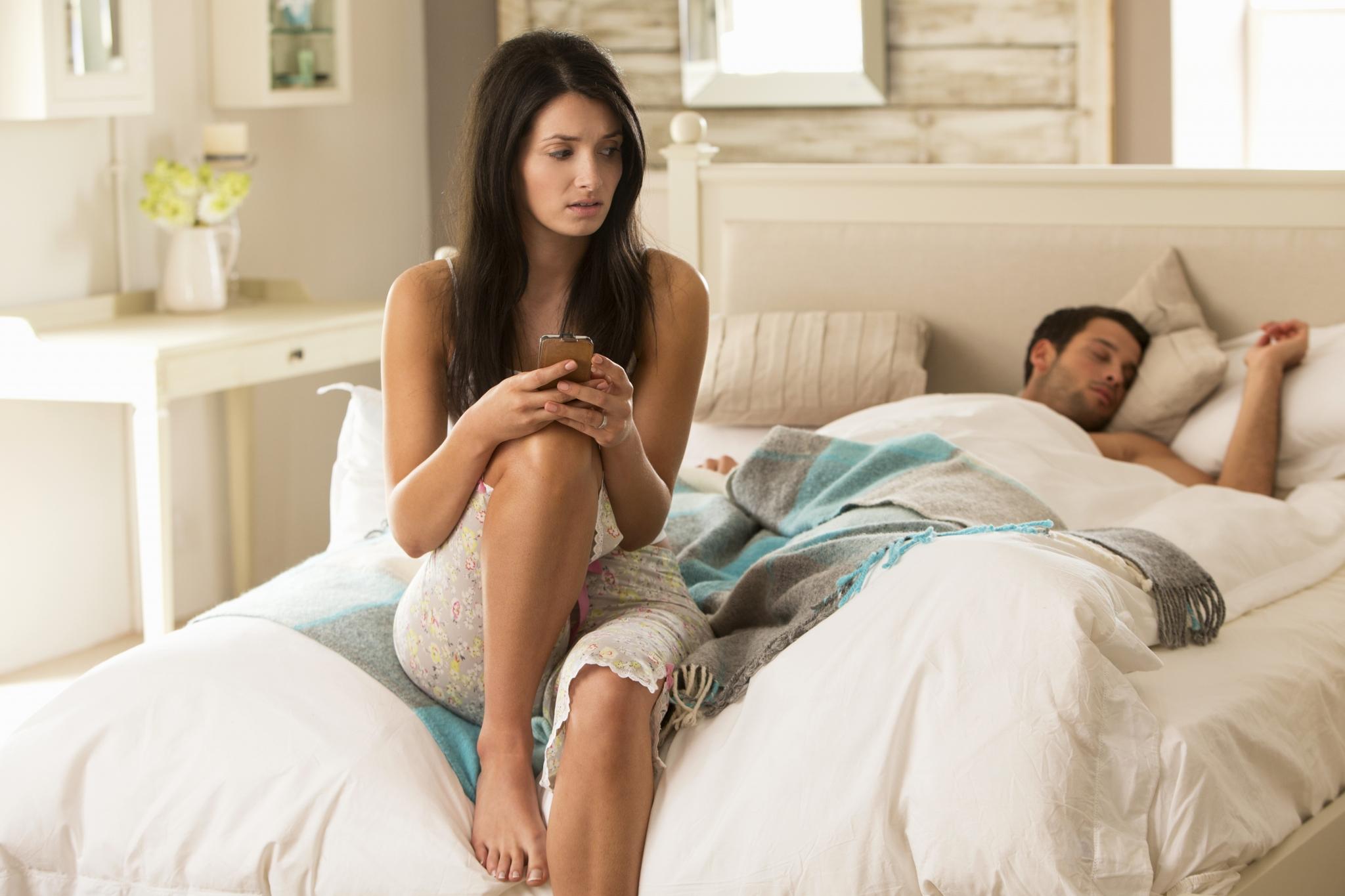 Жена и молодой человек видео
