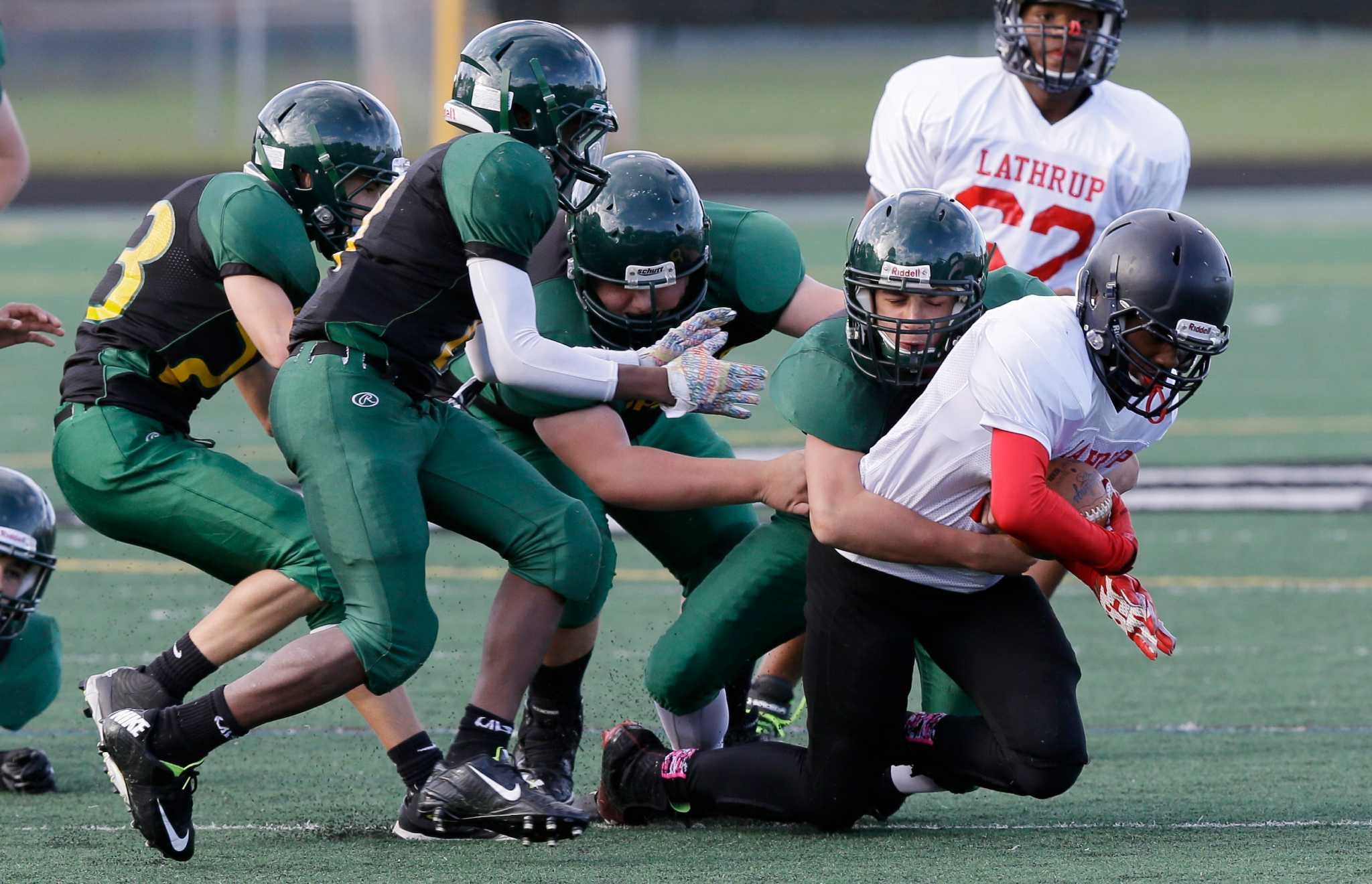 Should young kids play tackle football? NY lawmakers reopen debate