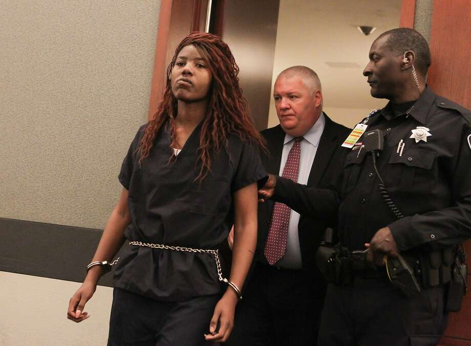 Lakeisha Nicole Holloway enters district court with one of her public defenders, Scott Coffee, for her arraignment. Photo: Chase Stevens, Associated Press
