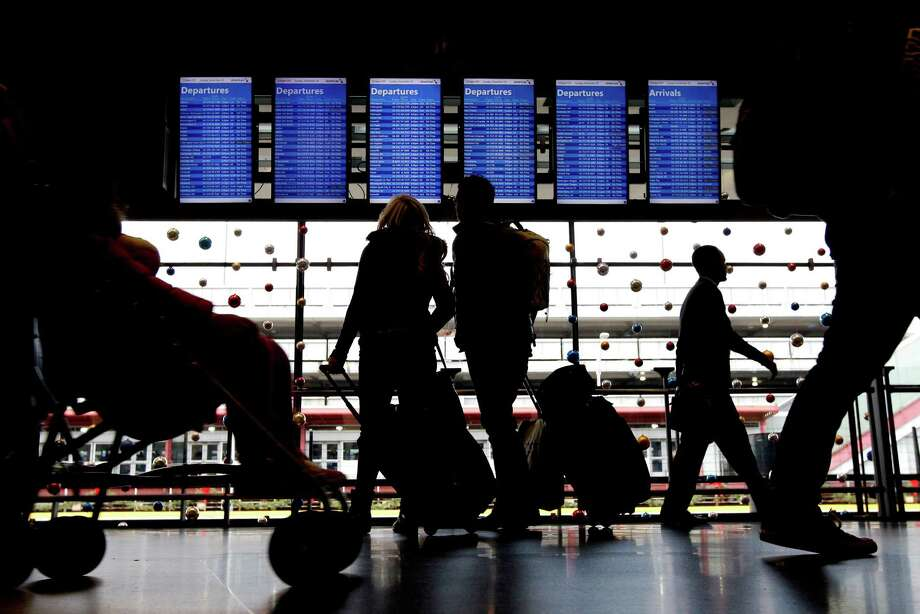 Travelers head to their gates last month at Chicago's O'Hare International Airport. The El Niño weather pattern has helped air travel recently. Photo: Nam Y. Huh, STF / AP