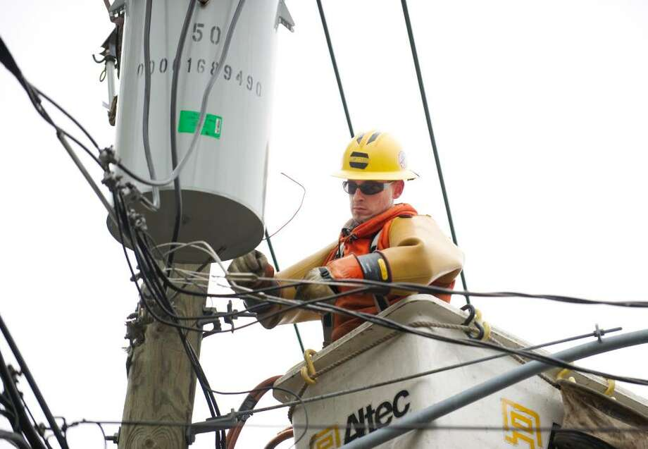 Matt Hand, of Torrington, a lineman for Asplundh, a CL&P contractor, repairs a transformer on Hubbard Ave. in Stamford, Conn. on Monday, March 15, 2010. Photo: Chris Preovolos / Chris Preovolos / Stamford Advocate