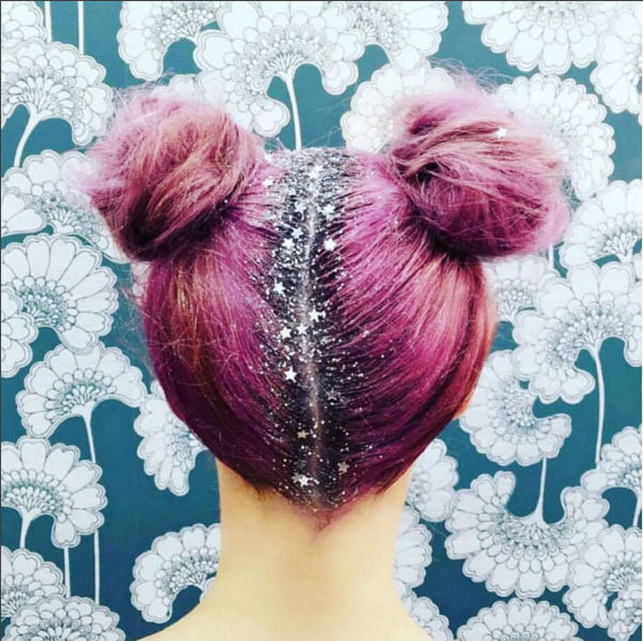 The #GlitterRoots trend swept through Instagram this fall.