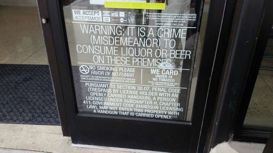 A sign on the door of the H-E-B South Flores Market barring customers from entering with open-carry handguns. Photo: Richard Webner / Richard Webner