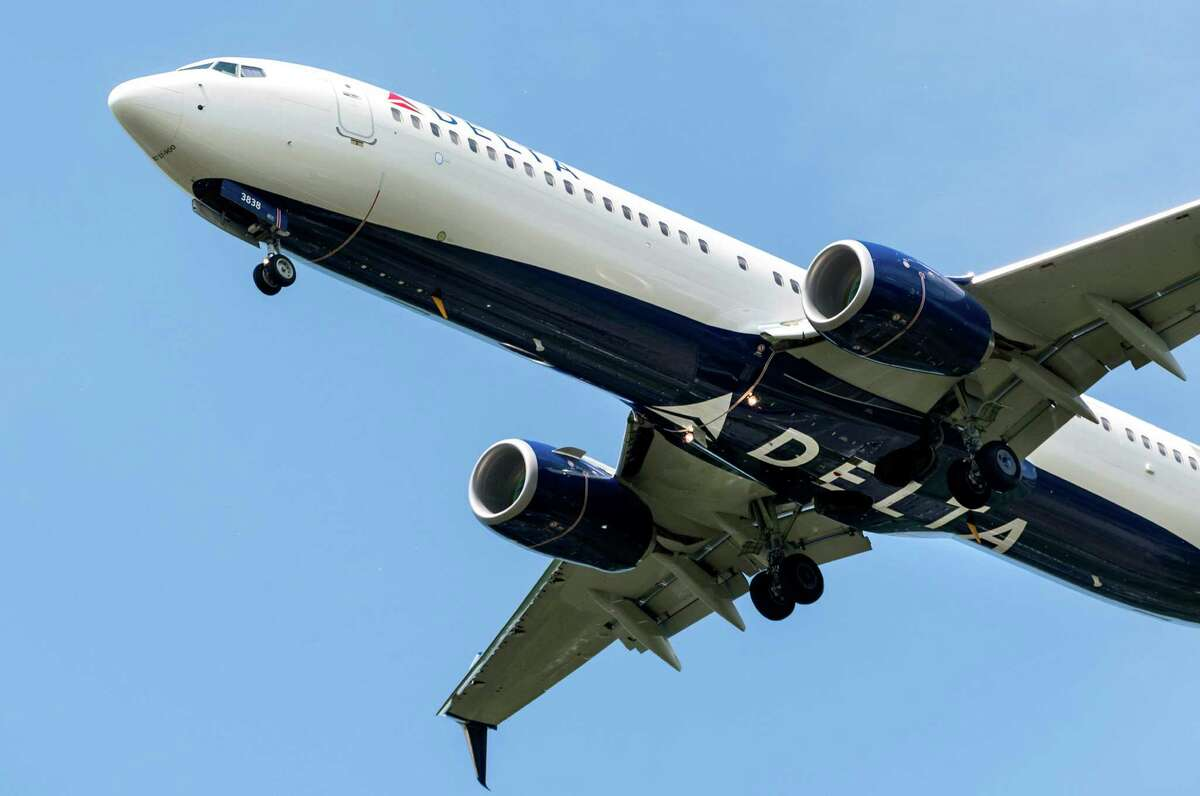 Delta Airlines: 875,881domestic flights in 2015