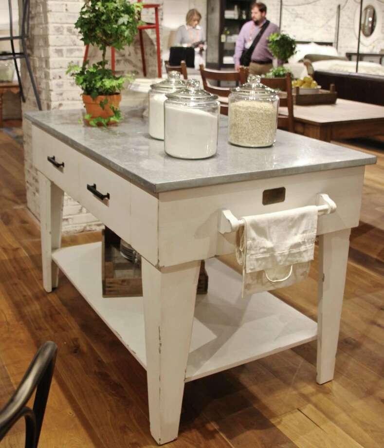 Hgtv S Fixer Upper Host Introduces Furniture Line San Antonio Express News