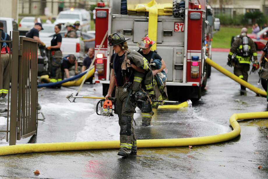 The San Antonio Fire Department said at least 18 of the 27 apartments in the Pointe at Ramsgate building where the fire was were damaged by smoke or water. The Fire Department identified at least five families displaced by the fire. Photo: Kin Man Hui /San Antonio Express-News / ©2015 San Antonio Express-News