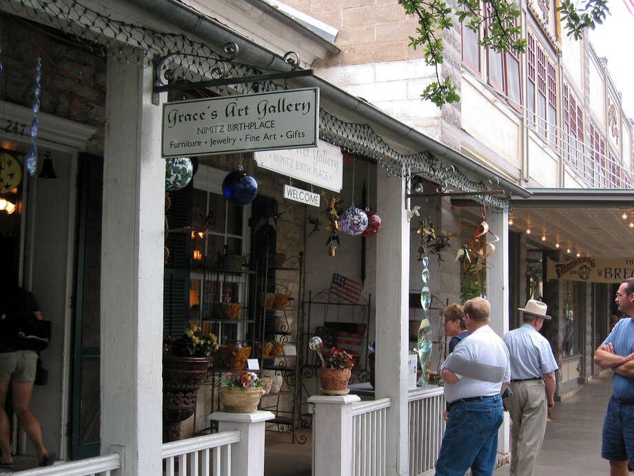 Shoppers along Main Street in Fredericksburg. Photo: Rod Davis /Express-News File / SAN ANTONIO EXPRESS-NEWS