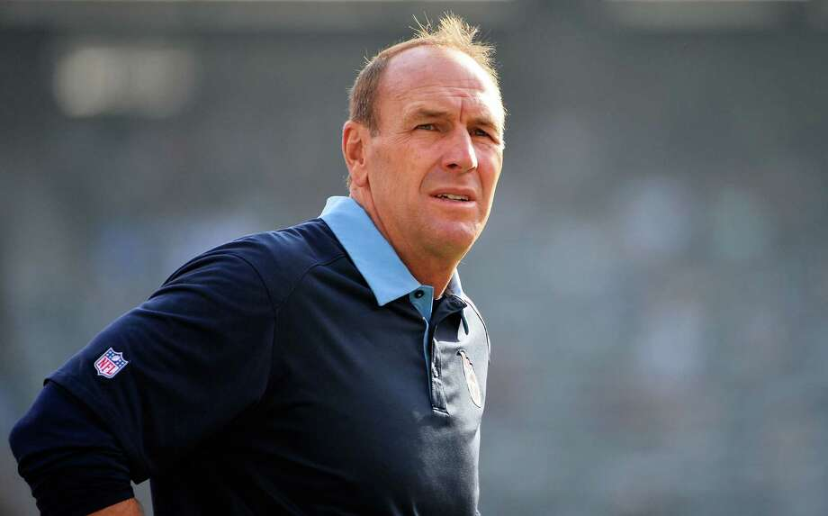 EAST RUTHERFORD, NJ - DECEMBER 13:  Head coach Mike Mularkey of the Tennessee Titans looks on prior to to their game against the New York Jets at MetLife Stadium on December 13, 2015 in East Rutherford, New Jersey.  (Photo by Alex Goodlett/Getty Images) Photo: Alex Goodlett, Stringer / 2015 Getty Images