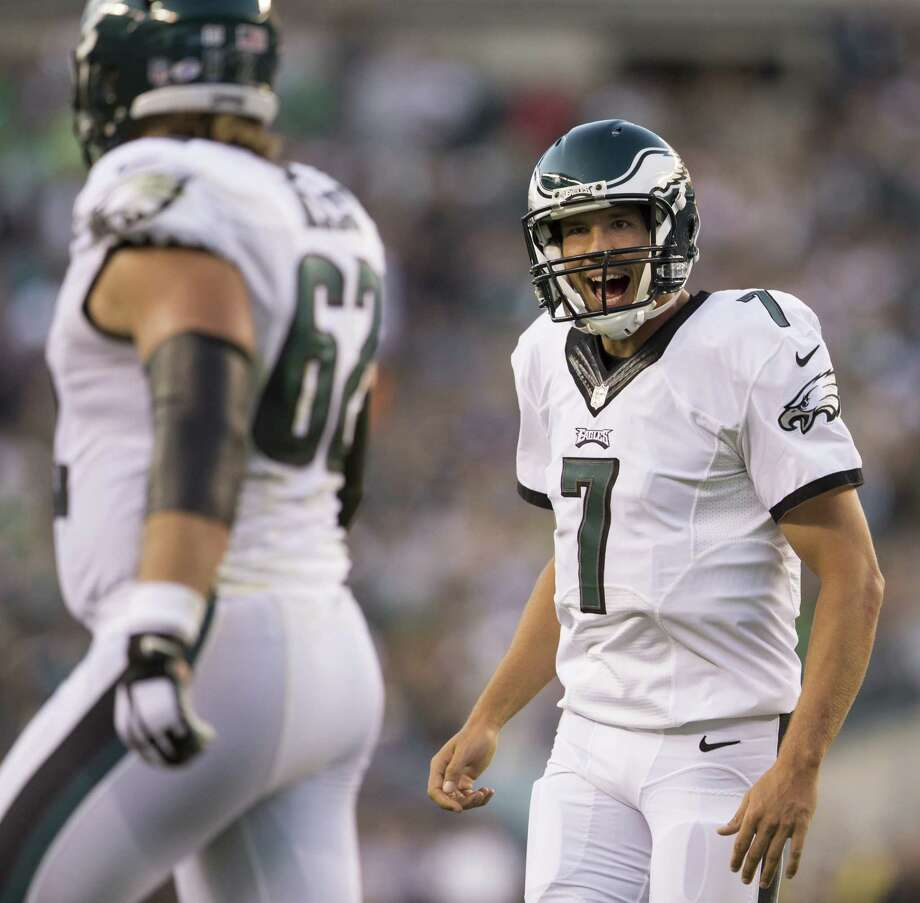 QB Kirk Cousins (8) has Washington on the cusp of an NFC East crown, but Eagles counterpart Sam Bradford will try to delay the coronation. Photo: Mitchell Leff, Stringer / 2015 Getty Images
