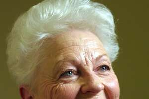 """(NYT50) NEW YORK -- Nov. 6, 2001 -- NY-RICHARDS-PROFILE -- After six years of lobbying in Washington and stumping for ``almost any woman in Congress who's a Democrat,'' Ann Richards, the former governor of Texas,  has moved to New York. Richards, 68, will open and run the New York office of Public Strategies Inc., a bipartisan public relations and lobbying firm. Richards in New York. (Fred R. Conrad/The New York Times).     HOUCHRON CAPTION (11/11/2001 - 2-star):  After six years of lobbying in Washington and stumping for ``almost any woman in Congress who's a Democrat,'' Ann Richards, the former governor of Texas, has moved to New York.     HOUCHRON CAPTION (01/11/2002):  Ken Lay (NOT PICTURED) """"was a supporter of Ann Richards ... in 1994,"""" the president contended."""