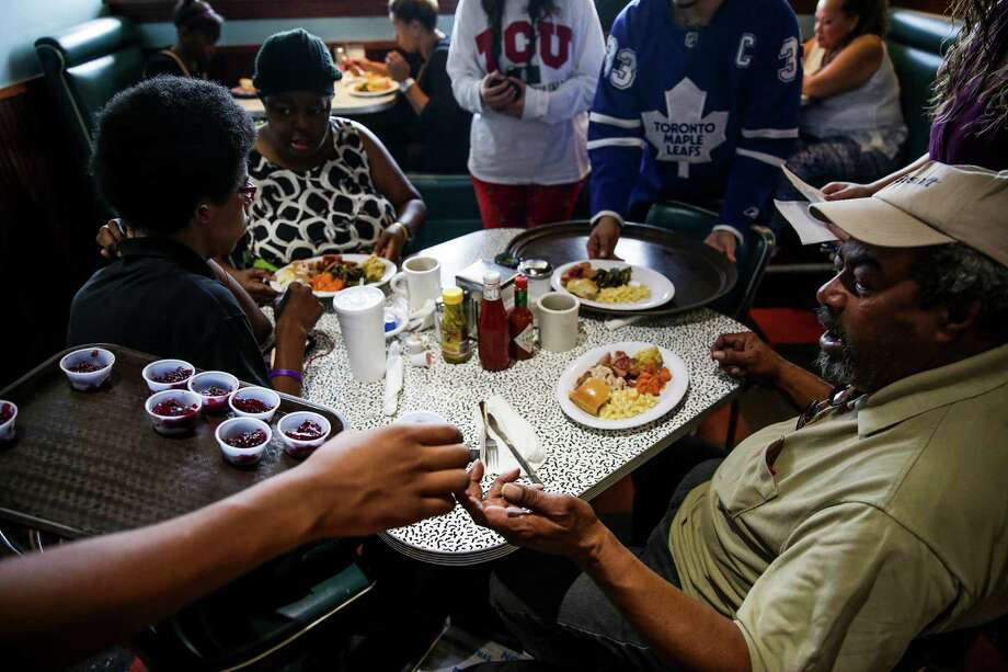 Manage expectationsWill there be a big family dinner? Caroling? Dempsey says talking to the child about what to expect is key. It might help to rehearse, say, Christmas dinner. Photo: Michael Ciaglo, Houston Chronicle / © 2015  Houston Chronicle