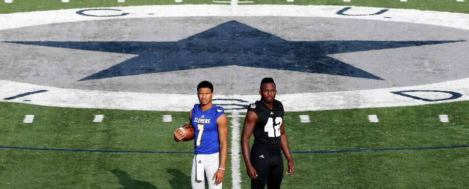 Clemens quarterback Frank Harris, left, and Steele defensive end Mark Jackson, seen Dec. 16, 2015, at Lehnhoff Stadium, are the 2015 Express-News All-Area offensive and defensive players of the year. Photo: William Luther /San Antonio Express-News / © 2015 San Antonio Express-News