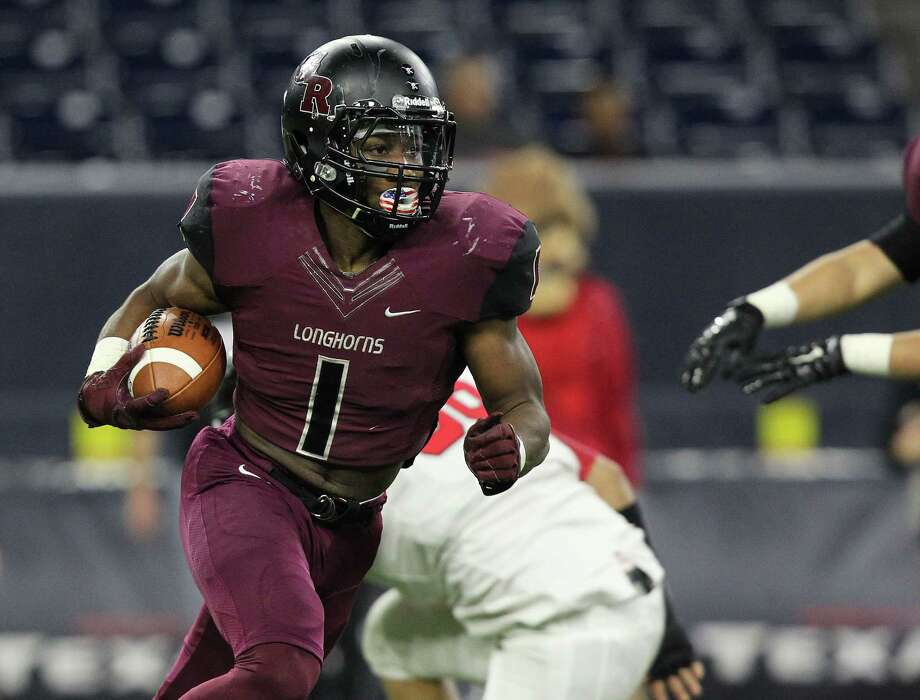 George Ranch's Darius Anderson (1) runs the ball in the first half of Class 5A Division I semifinals at NRG Stadium between George Ranch vs. Cedar Park Vista Ridge on Friday, Dec. 11, 2015, in Houston. ( Elizabeth Conley / Houston Chronicle ) Photo: Elizabeth Conley, Staff / © 2015 Houston Chronicle