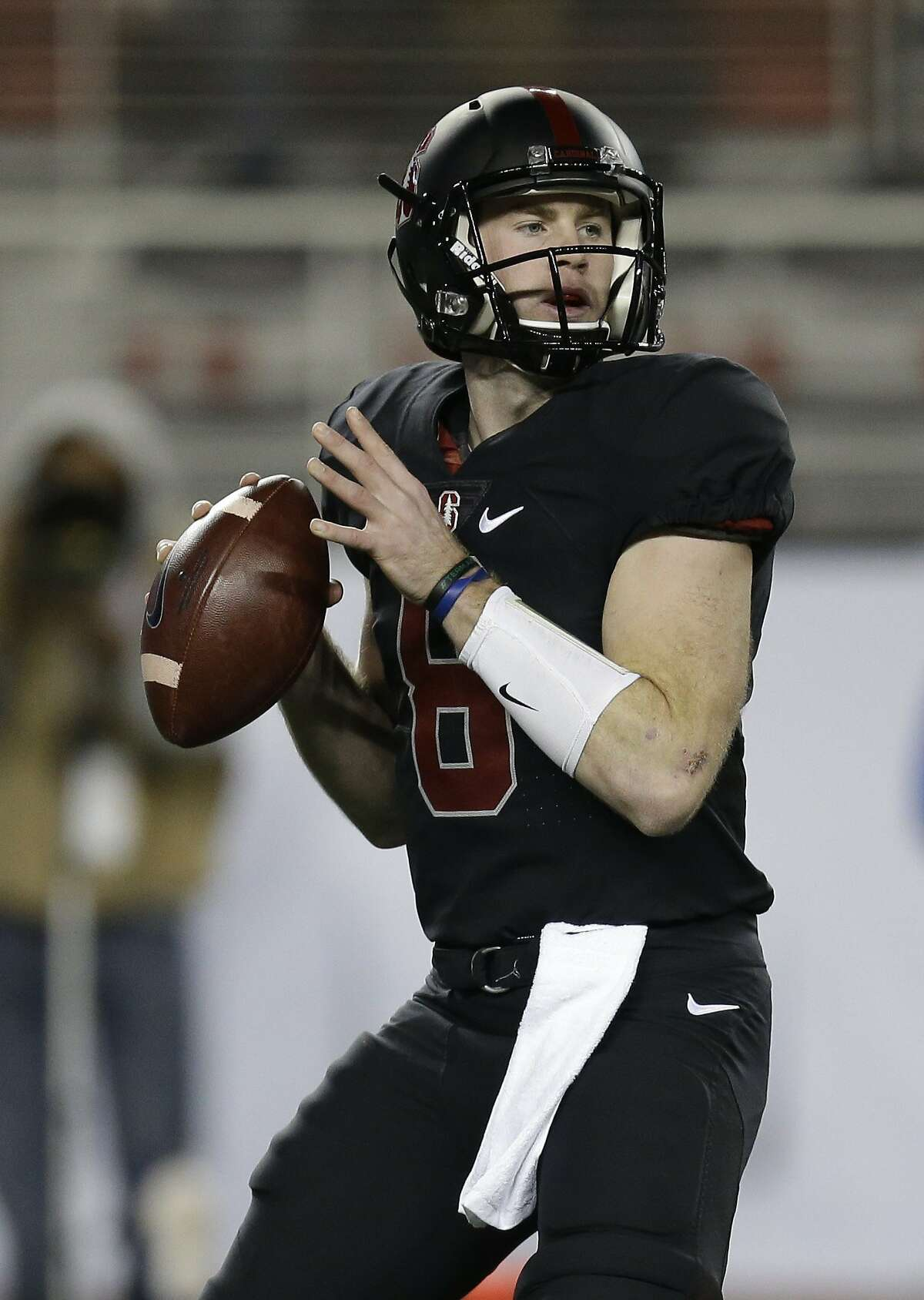 Stanford quarterback Kevin Hogan prepares to pass against Southern California during the first quarter of a Pac-12 Conference championship NCAA college football game Saturday, Dec. 5, 2015, in Santa Clara, Calif. (AP Photo/Ben Margot)