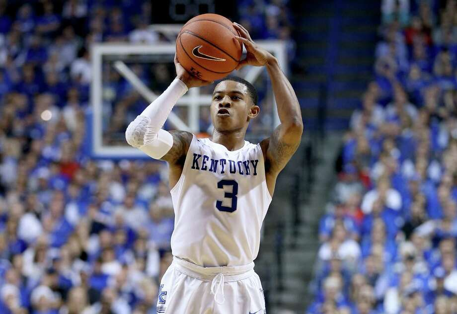 Four big performances:1.Kentucky guard Tyler Ulis scored 21 points on 7-of-12 shooting and added eight assists in the Wildcats' 75-73 win over rival Louisville on Saturday. Kentucky improved to 10-2 with the win. Photo: Andy Lyons, Getty Images / 2015 Getty Images