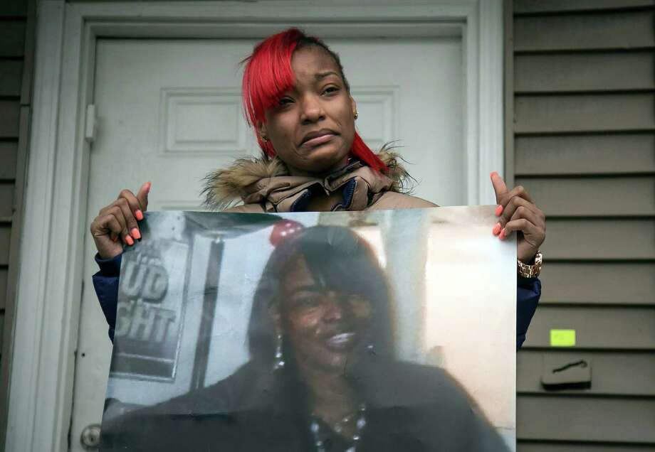 Latonya Jones, 19, holds a photo of her mother, Bettie Jones, a day after police killed her. Photo: Ashlee Rezin /Chicago Sun-Times / Chicago Sun-Times