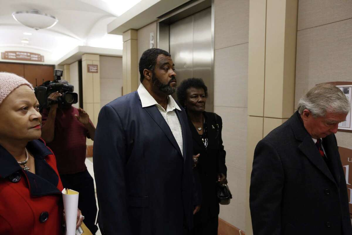 Tyrone Auzenne leaves the 232nd District Court with his attorney Dick DeGuerin Monday, Dec. 28, 2015.