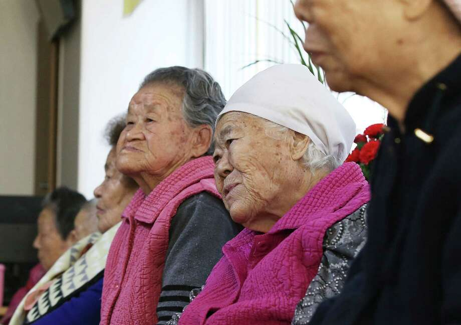 Former South Korean sex slaves, who were forced to serve for the Japanese army in World War II, got an apology from Japan's prime minister Monday.  Photo: Hong Ji-won, SUB / Yonhap