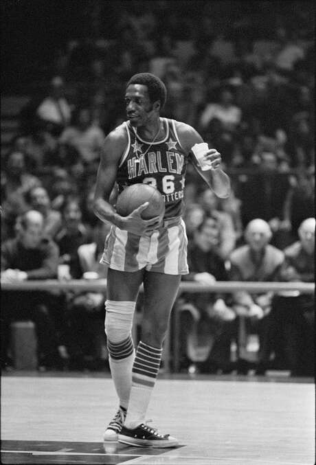 Meadowlark Lemon clowns around against, who else, the Washington Generals in February 1974. Photo: TYRONE DUKES, STF / NYTNS
