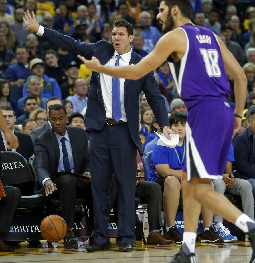 Golden State Warriors' Golden State Warriors' interim head coach Luke Walton and Sacramento Kings' Omri Casspi react to a non-call in 2nd quarter during NBA game at Oracle Arena in Oakland, Calif., on Monday, December 28, 2015. Photo: Scott Strazzante, The Chronicle