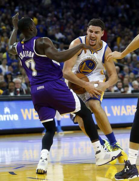 Golden State Warriors' Klay Thompson drives against Sacramento Kings' Darren Collison in 2nd quarter during Warriors' 122-103 win during NBA game at Oracle Arena in Oakland, Calif., on Monday, December 28, 2015. Photo: Scott Strazzante, The Chronicle