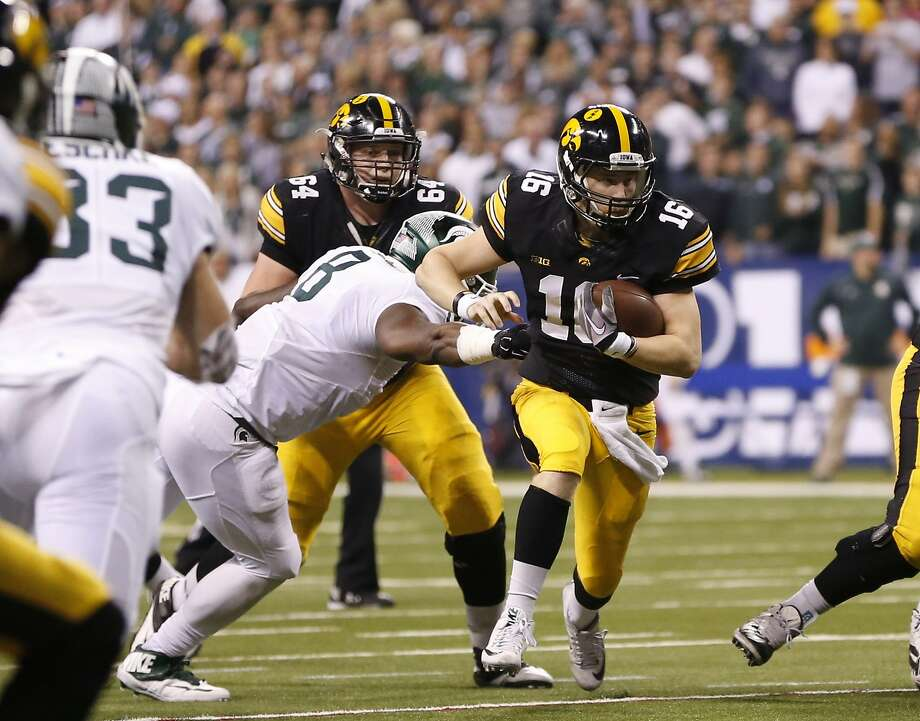 Iowa quarterback C.J. Beathard (16) will try to lead the Hawkeyes to their first Rose Bowl win since 1959.when the Hawkeyes beat the Bears 38-12 in Cal's last Rose Bowl appearancebreaks away from Michigan State defensive lineman Lawrence Thomas (8) during the first half of the Big Ten Conference championship NCAA college football game Saturday, Dec. 5, 2015, in Indianapolis. (AP Photo/AJ Mast) Photo: AJ Mast, Associated Press