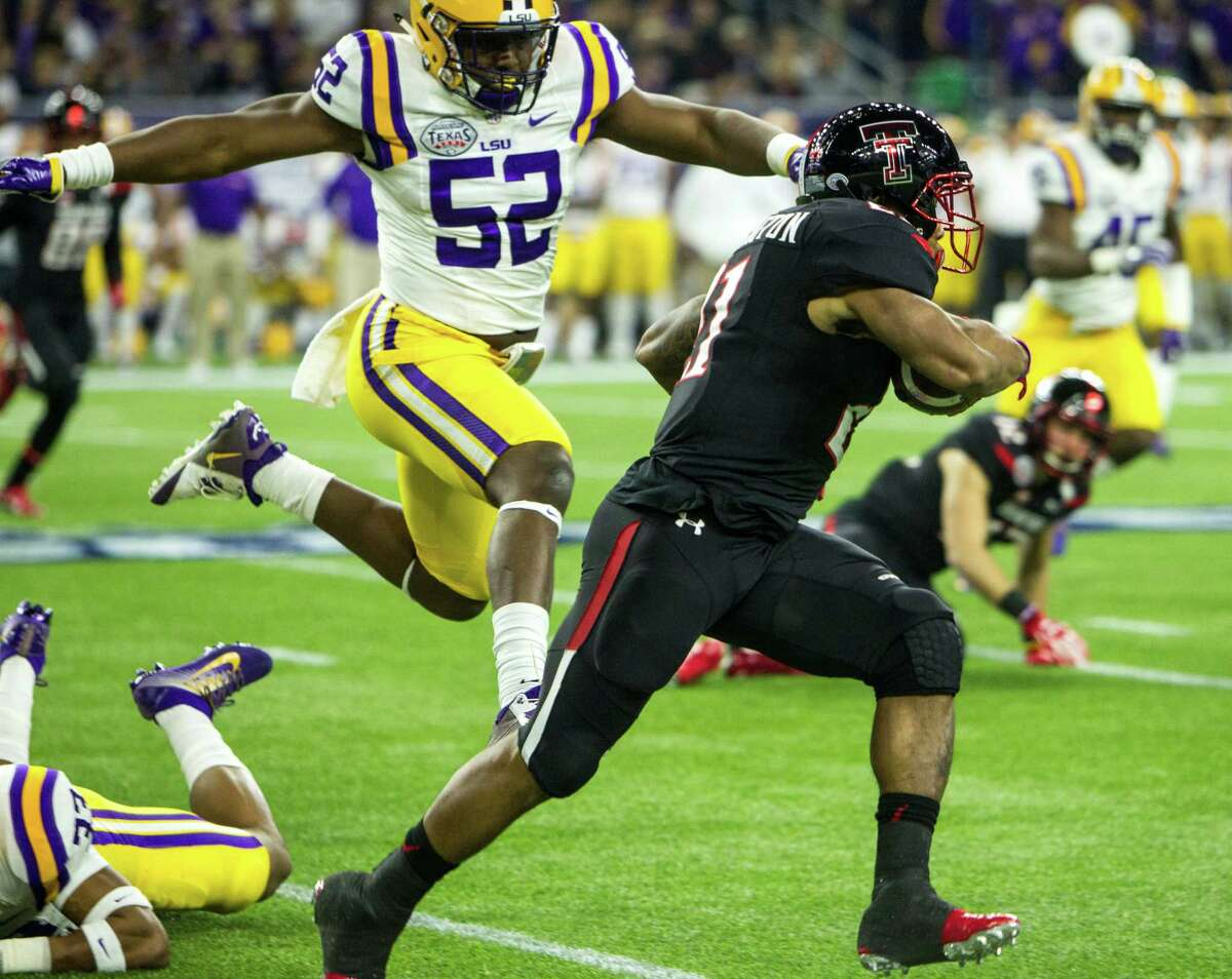Texas Tech running back DeAndre Washington (21) runs past LSU linebacker Kendell Beckwith (52) during the first quarter of the AdvoCare V100 Texas Bowl at NRG Stadium on Tuesday, Dec. 29, 2015, in Houston.