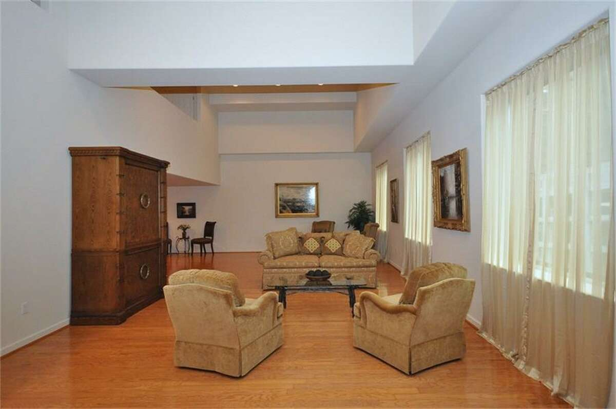 914 Main St., Unit 1109 in Houston: 3,186 square feet / 3 bedrooms / 2 full and 1 half bathrooms / $1,185,000