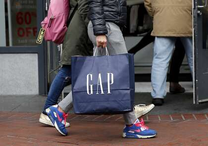 b9b37095600 Gap is still struggling to fix its merchandise just as apparel sales have  flattened and shoppers are shifting their dollars to the Internet and  fast-fashion ...