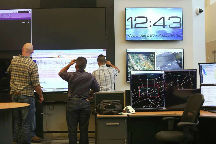 Telecom technicians at PG&E's new high-tech control center in Concord. The utility announced that the average monthly bill for its customers will jump 7 percent in 2016. Photo: Liz Hafalia / Liz Hafalia / The Chronicle / ONLINE_YES
