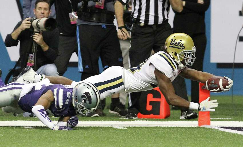 2015: The UCLA Bruins just nudged out the Kansas State Wildcats by 5 points in a 40 - 35 victory.