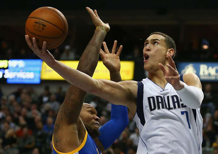 Dwight Powell #7 of the Dallas Mavericks takes a shot against Marreese Speights #5 of the Golden State Warriors at American Airlines Center on December 30, 2015 in Dallas, Texas. Photo: Ronald Martinez, Getty Images