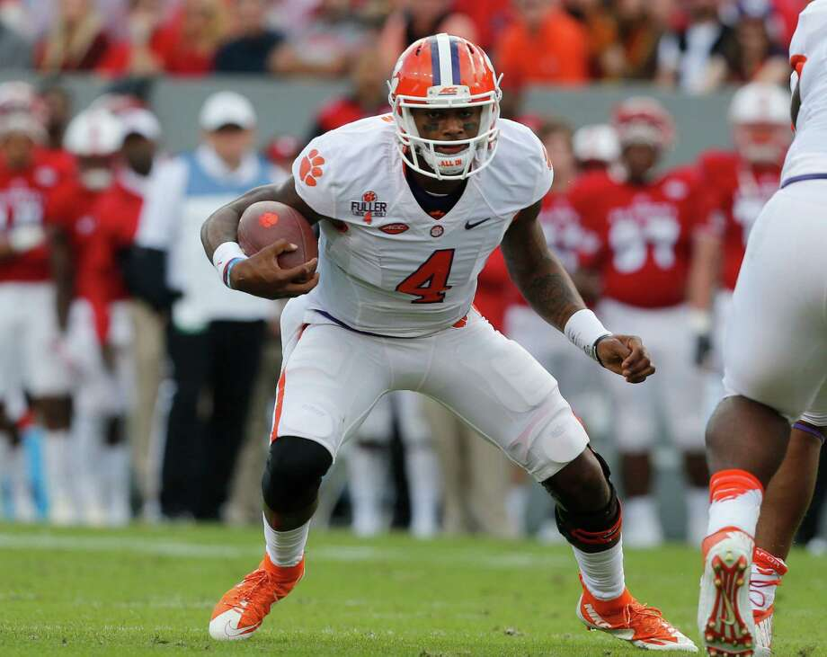Oklahoma's defense will have its hands full with Clemson's Deshaun Watson, a true dual-threat quarterback with 3,512 yards passing and 887 rushing. Photo: Ethan Hyman, MBR / Raleigh News & Observer
