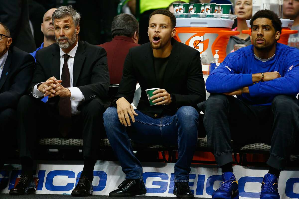 Stephen Curry #30 of the Golden State Warriors yells while on the bench during a game against the Dallas Mavericks at American Airlines Center on December 30, 2015 in Dallas, Texas. NOTE TO USER: User expressly acknowledges and agrees that, by downloading and or using photograph, User is consenting to the terms and conditions of the Getty Images License Agreement.