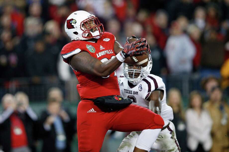 NASHVILLE, TN - DECEMBER 30: Keith Towbridge #89 of the Louisville Cardinals makes a 17-yard touchdown reception against the Texas A&M Aggies in the third quarter of the Franklin American Mortgage Music City Bowl at Nissan Stadium on December 30, 2015 in Nashville, Tennessee. (Photo by Joe Robbins/Getty Images) Photo: Joe Robbins, Stringer / 2015 Getty Images