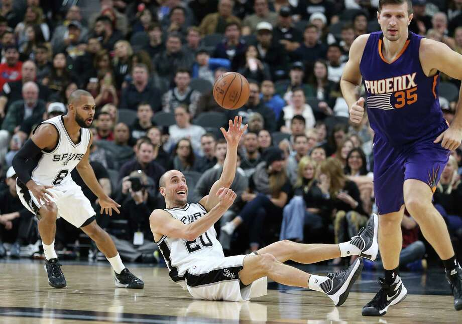Manu Ginobili grabs a loose ball on the floor and starts a fast break as the the Spurs host the Suns at the AT&T Center on December 30, 2015. Photo: Tom Reel /San Antonio Express-News / 2015 SAN ANTONIO EXPRESS-NEWS