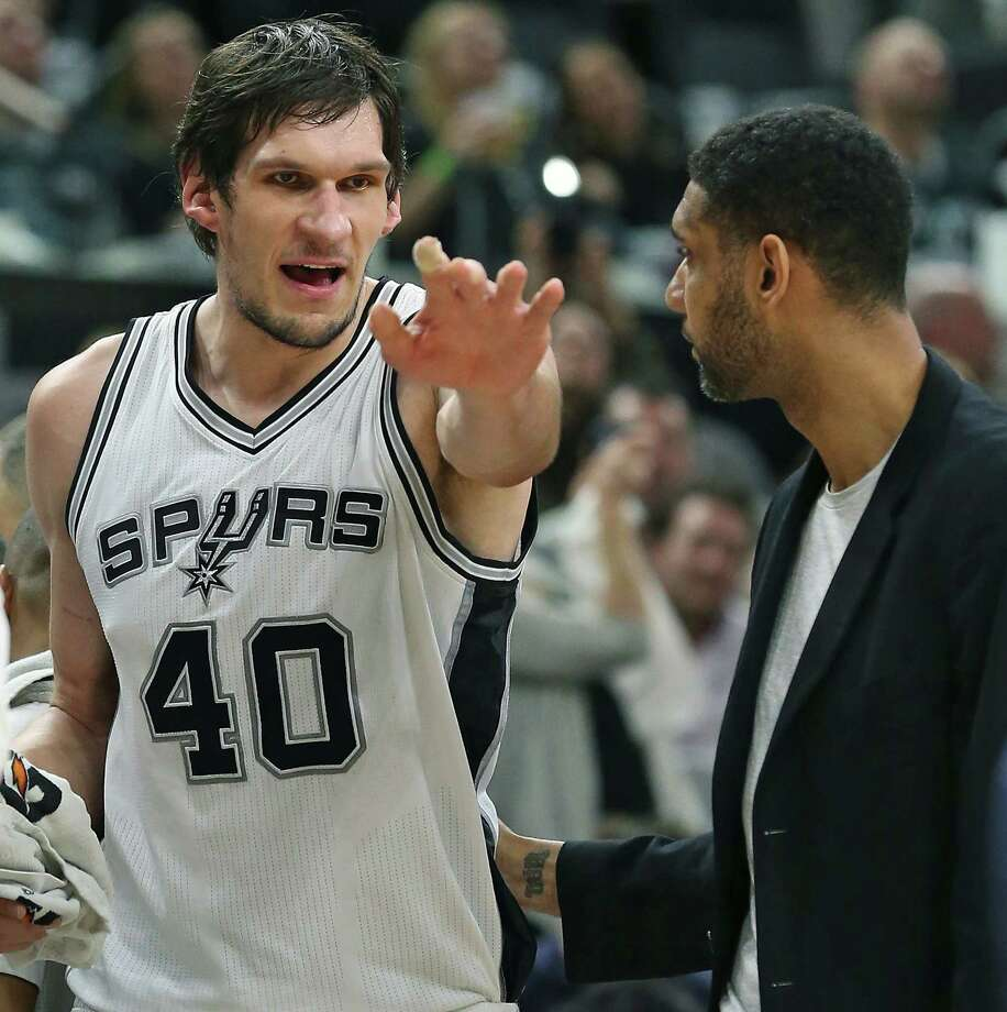 Boban Majanovic has a discussion about play with Tim Duncan on the bench as the Spurs host the Suns at the AT&T Center on December 30, 2015. Photo: TOM REEL, STAFF / SAN ANTONIO EXPRESS-NEWS / 2015 SAN ANTONIO EXPRESS-NEWS