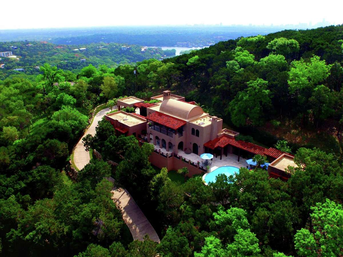 Austin: West Lake Hills, Texas Median salary in 2013 was $116,452.